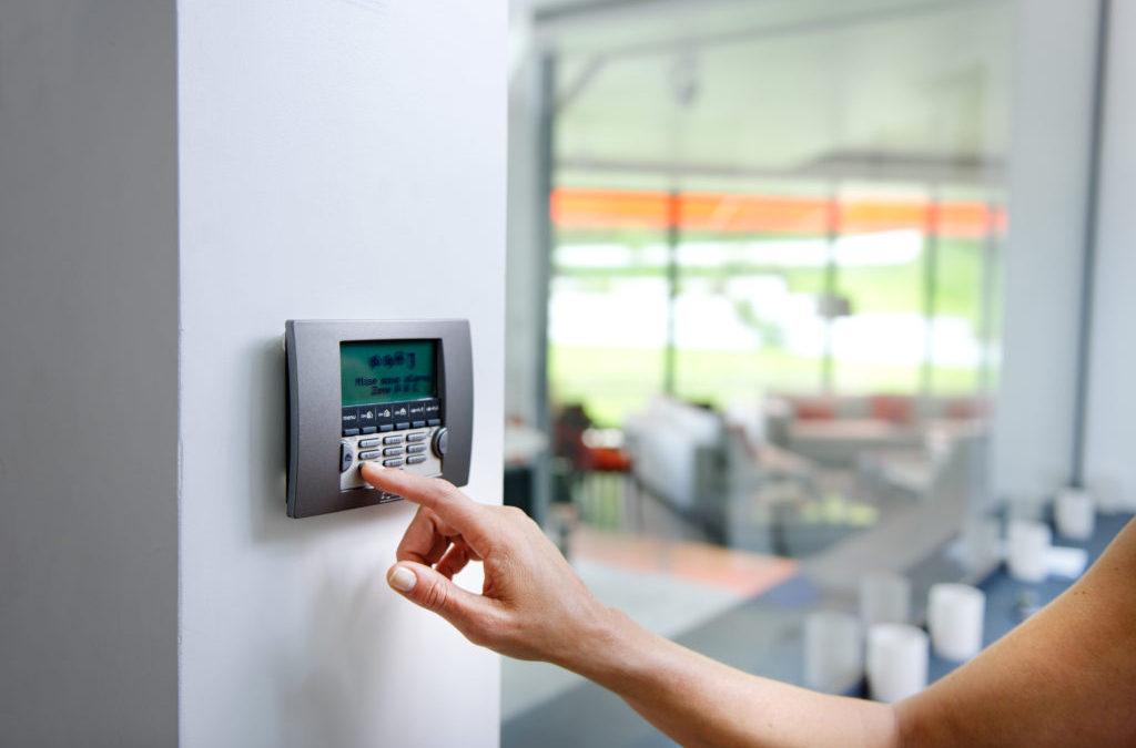 Permet la mise en marche totale ou partielle du système d'alarme