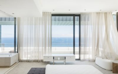 Solutions pour habiller une grande baie vitrée
