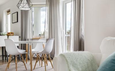 Les options de rideaux pour habiller une porte-fenêtre